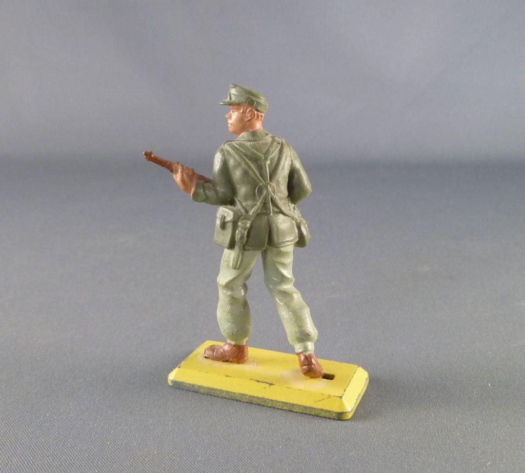 britains_deetail___ww2___allemand___afrika_corps_avancant_avec_fusil_2