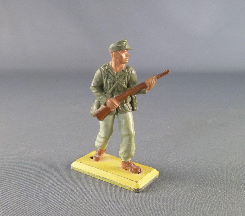 britains_deetail___ww2___allemand___afrika_corps_avancant_avec_fusil_1