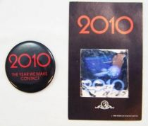 2010 : L\'Année du premier contact - MGM - Kit promotionnel (Badge + Hologramme)