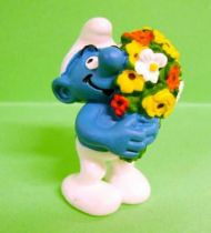 20469  Smurf with flowers