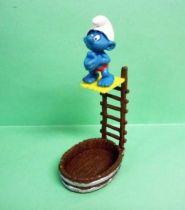 40243 Smurf diving into mini-pond