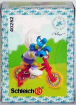 40252 Smurf with all terrain cycle (Mint in New Look Box)