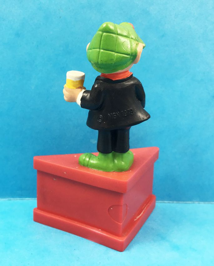 Andy Capp - Schleich Figure with Base - Andy Capp with a beer