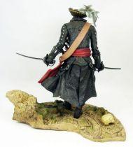 assassin_s_creed_iv_black_flag___blackbeard_the_legendary_pirate___statue_22cm_ubisoft_attakus__1_