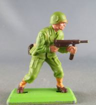 Britains Deetail - WW2 - American - Advancing both hands on tommy gun