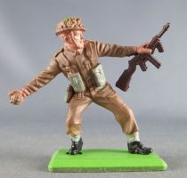 Britains Deetail - WW2 - British - With Grenade and rifle