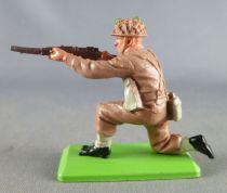 Britains Deetail - WW2 - English - Kneeling Firing Rifle