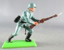 Britains Deetail - WW2 - German - 1st series charging with bayonet