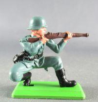 Britains Deetail - WW2 - German - 2sd series kneeling firing rifle