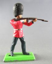 Britains Deetail Soldat de regiment Garde Anglais tireur fusil debout