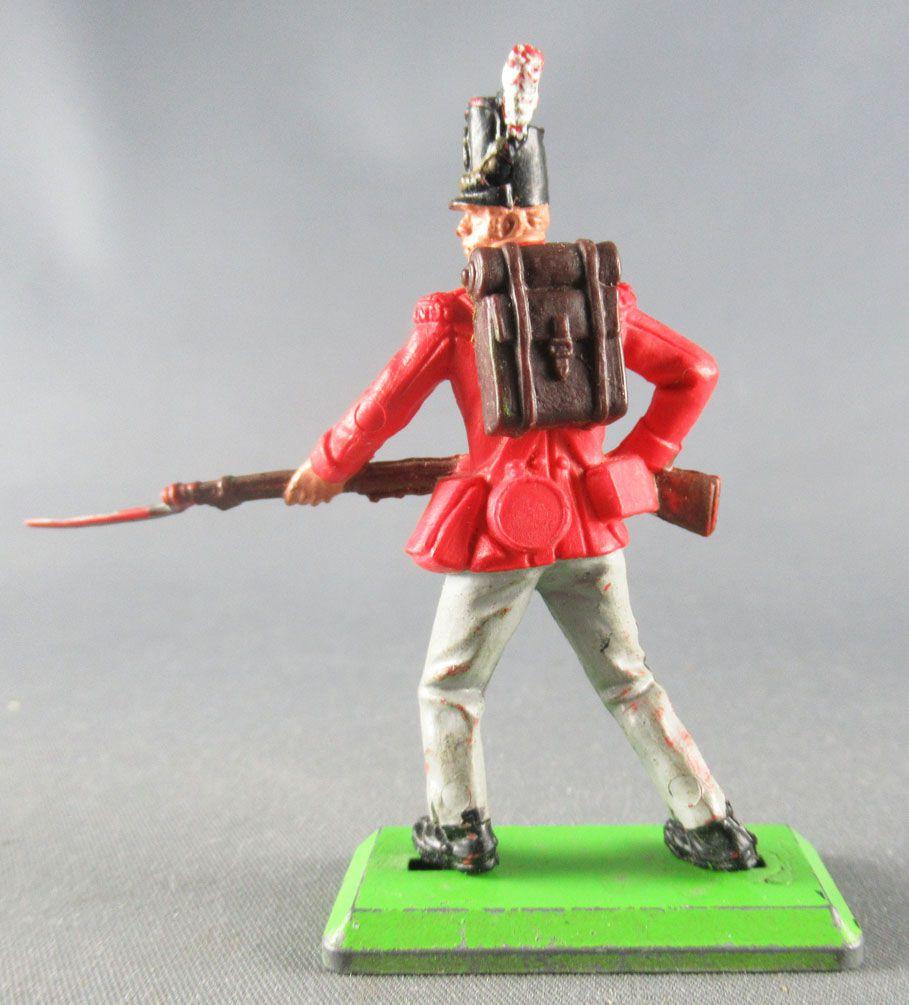 Britains Deetail Waterloo British Infantery charging with bayonet