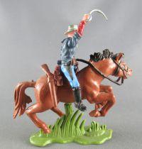 Britains Herald - 7ème de Cavalerie U. S. - Cavalier carabine en travers sabre levé cheval marron 1