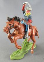 Britains Herald - 7ème de Cavalerie U. S. - Cavalier carabine en travers sabre levé cheval marron 2