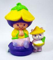 Charlotte aux fraises - Miniatures - Amandine et Pâte-à-choux assise sur un coussin (loose)
