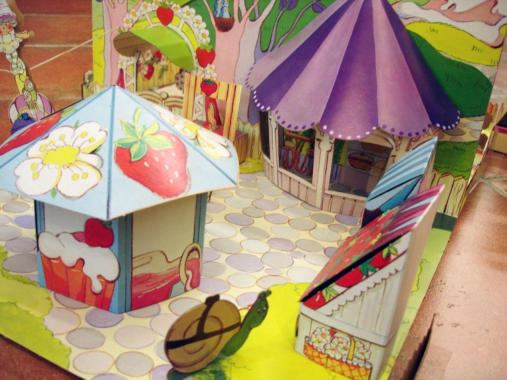 charlotte_aux_fraises___miniatures_play_set___strawberryland_diorama__5_