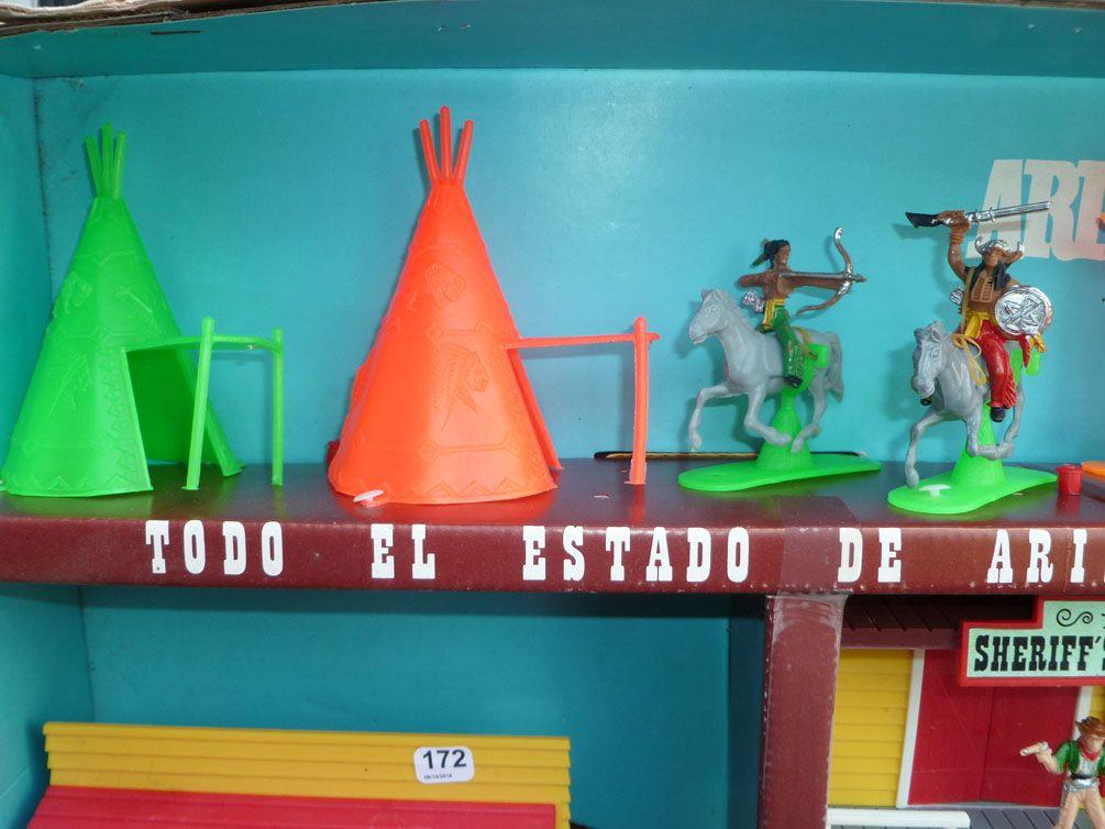 Comansi 38 - Wild West - Arizona Indios 3 Levels Set Cow-boys Indians Village Mint in box