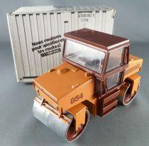 Conrad 2702 Road Roller Vibromax W 854 Mint in Box 1:35