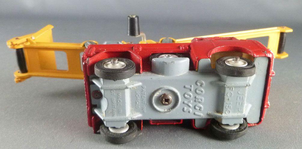 Corgi Toys Gift Set 64 - Working Conveyor Forward Control Jeep FC 150