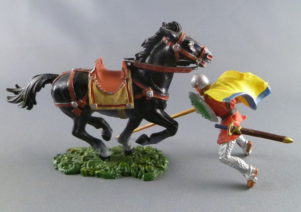 Elastolin - Moyen-âge - Cavalier chargeant lance cape bouclier rond cheval noir (réf 8867)