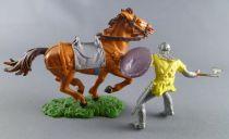 Elastolin Preiser - Moyen-âge - Cavalier chargeant hache Tunique jaune cheval maron cuirs non peints (réf 8854)