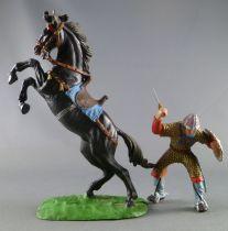 Elastolin Preiser - Moyen-âge - Normand Cavalier attaquant épée armure dorée cheval noir cabré (réf 8884)