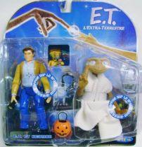 E.T. - Toys \'R\' Us Exclusive - E.T. & Keyman (interactive figures)