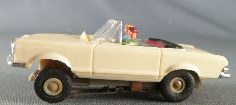 Faller AMS 5651 - Cream Convertible with Black Roof Mercedes 230S