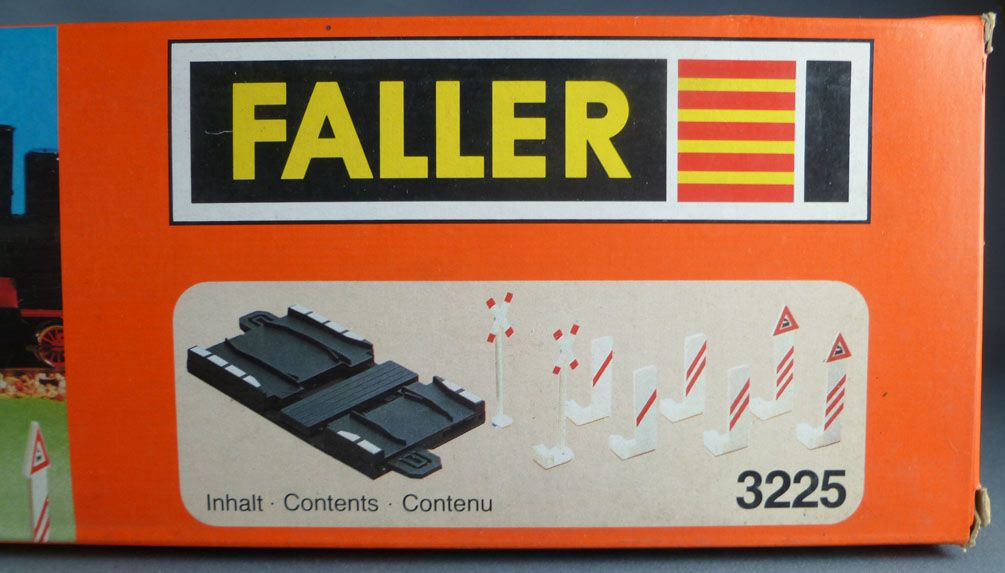 Faller Autoland 3225 Level Crossing & Signs Mint in Box Playland E-Train Playtrain