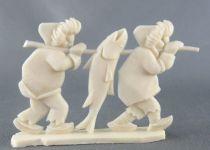 Figurine Publicitaire Heudebert - Le Grand Nord - N°9 2 Esquimaux portant un poisson