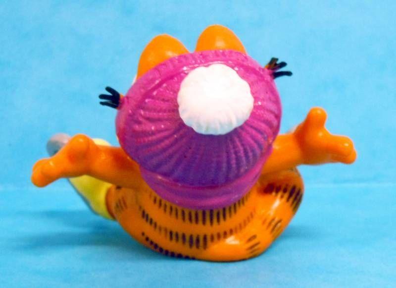 Garfield - Bully PVC Figure - Garfield ice skater