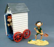 Gaston Lagaffe - Figurine de Collection Pixi - Gaston et Mlle Jeanne sortant de sa cabine de plage (Ref.4759)