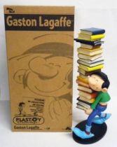 Gaston Lagaffe - Figurine Résine Plastoy - Gaston portant une pile de livres (neuf en boite)