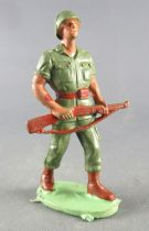 Guilbert - Armée Moderne - Soldat Casqué fusil marron à 2 mains