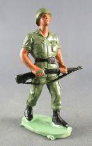 Guilbert - Armée Moderne - Soldat Casqué fusil noir à 2 mains