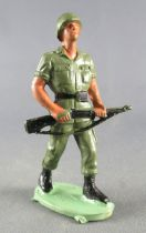 Guilbert - Modern Army - Khaki Infantry both hands on black rifle