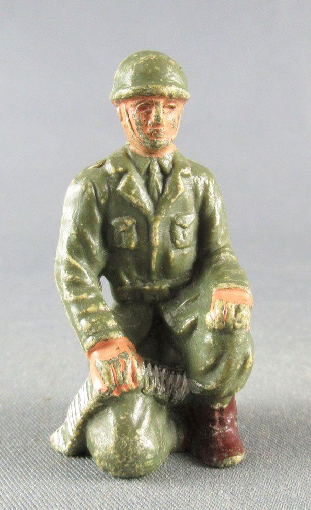 Guilbert - Modern Army - Khaki Infantry MG crew kneeling