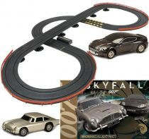James Bond - Micro Scalextric - Skyfall - Aston Martin DB5 vs DBS (Edition Limitée 50ans)