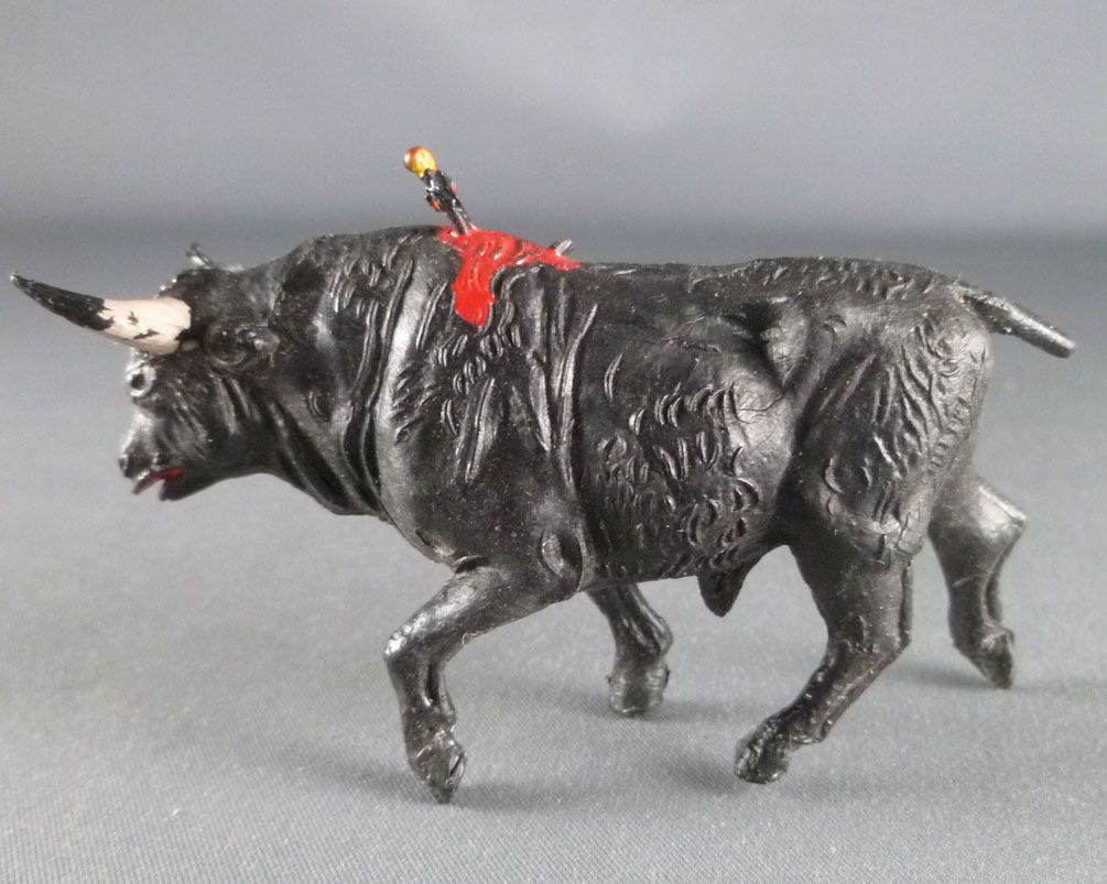Jecsan - Corrida - Toro Bull with Banderillos (arrow)
