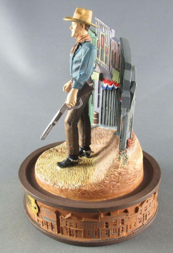 John Wayne - Statuette Résine Globe Verre Franklin Mint - Descendant la Rue Carabine en Main