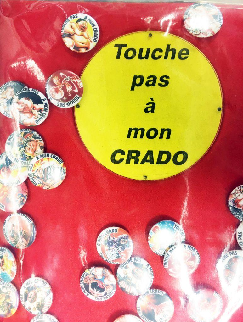 """Les Crados - Présentoir Magasin de Bagdes \""""Touche pas à mon Crado\"""""""