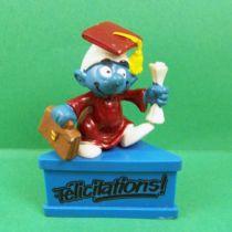 Les Schtroumpfs - Schleich - Schtroumpf diplomé \'\'Félicitations!\'\' (socle bleu)