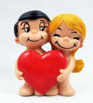 Love is... - Figurine PVC Maia Borges - Le couple avec coeur - Minikim Caribbean 1988