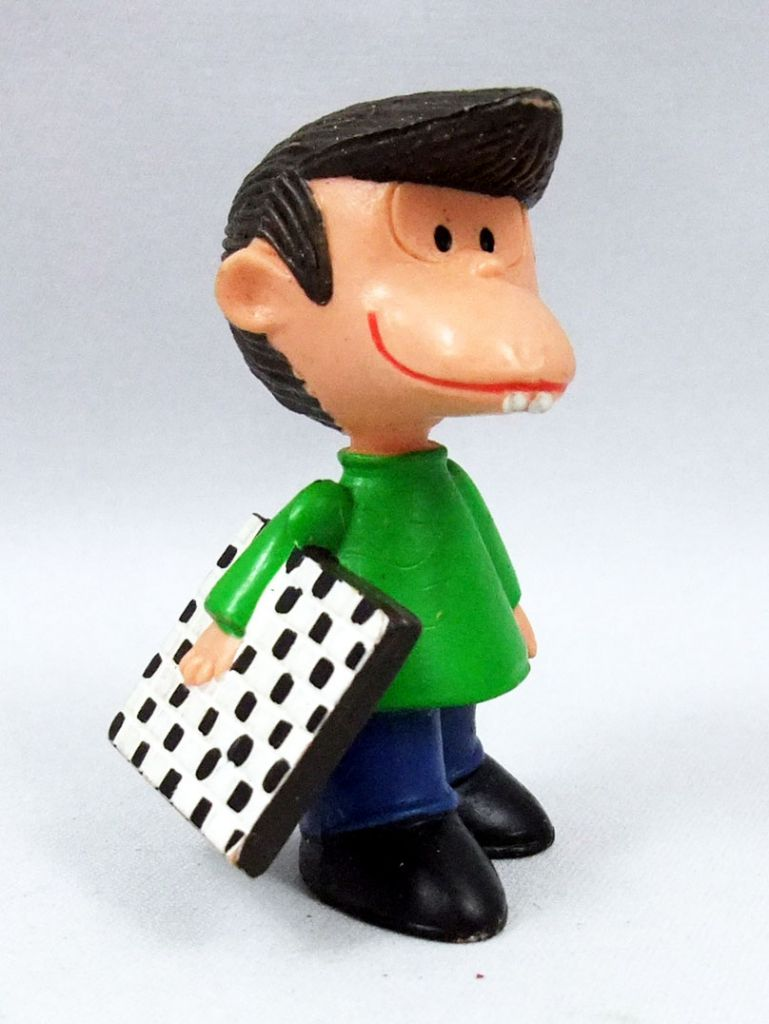 Mafalda - M+B Maia Borges - PVC figure Felipe with chess board