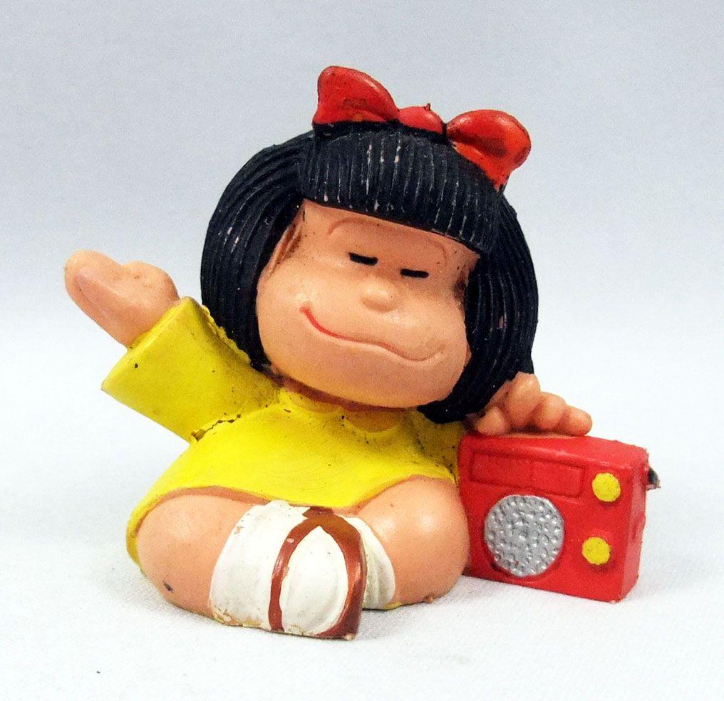 Mafalda - M+B Maia Borges - PVC figure Mafalda listening to radio