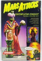 Mars Attacks! - Topps Screamin\' Model Kit - Contemplating Conquest