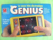 MB Electronics - Handheld Game - Genius Le Casse Tête Electronique Boite Française