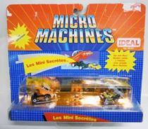Micro Machines - Galoob - 1990 Set #8 Les Mini Secrétes (\'57 Chevy & \'55 Corvette)