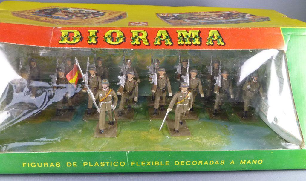 reamsa___armee_moderne_espagnole___boite_diorama_garde_civile_au_defile_6