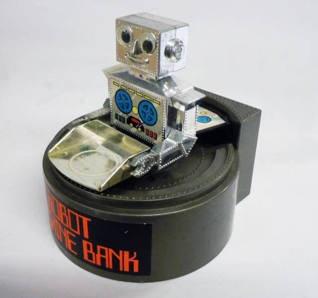 Robot - Wind-Up Bank - Robot Machine Bank - Everlast Toys Hong Kong (NO.558)