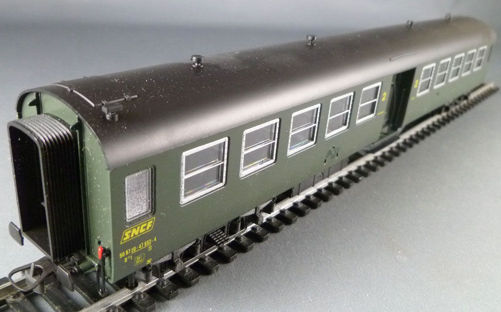 Roco 4222A Ho Sncf Bruhat Coach 2nd Class B10t with box